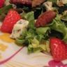 Salade d'agneau aux fraises roquefort et noix de pécan
