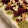 Salade de betterave au roquefort et aux noix vinaigrette au pesto de pistache
