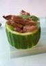 Salade de boeuf thaï dans sa coupe de concombre