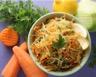 Salade de chou vert aux carottes et aux raisins
