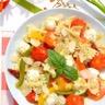 Salade de farfalles au pesto (tomates cerise et poivrons rôtis tomates séchées et mozzarella)