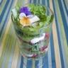 Salade de laitue et fraises et sa crème cajou