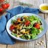 Salade de légumes du soleil vinaigrette à la sauce soja sucrée