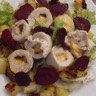 Salade de médaillon de poulet au gouda pommes de terre et chips de betterave