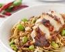Salade de nouilles chinoises et d'edamame au poulet et piment