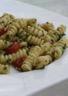 Salade de pâtes au pesto de roquette et tomates confites