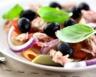 Salade de pâtes au thon et oignon rouge