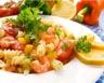 Salade de pâtes aux crevettes surimi et légumes