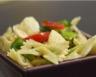 Salade de pâtes aux tomates et à la mozzarella