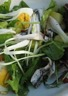 Salade de pommes de terre charlotte anchois frais mesclun et oeufs durs