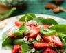 Salade de pousse d'épinards au chèvre fraises et cerneaux de noix