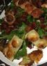 Salade de ravioles croustillantes roquette et pancetta