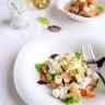 Salade de saumon fumé sauce blanche aux cornichons aigres doux