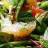 Salade multicolore aux fèves à l'orange et au pamplemousse