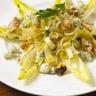 Salade sucrée-salée au roquefort et sa vinaigrette au miel