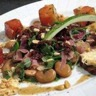 Salade tiède et croquante de fèves et de pastèque au sumac
