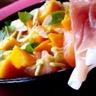 Salade toute crue: courgette mangue jambon