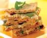 Sandwich au chèvre frais au miel et aux raisins secs