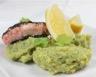 Saumon aux graines de pavot et purée de brocolis