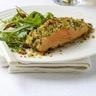 Saumon de Norvège rose en croûte de parmesan sur lit de crème légumes verts et oeufs de cabillaud...