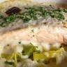 Saumon gratiné sur lit de poireaux