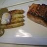 Saumon mariné et grillé asperges blanches AA de Malines oeuf mollet et sabayon à l'oseille à la...
