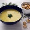 Soupe aux fanes de carottes chaude