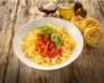 Tagliatelles au saumon sauce tomate et basilic