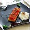 Tartare de tomate et de fraises sauce vierge galette de polenta et espuma au chèvre