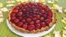 Tarte au fromage nature avec fraises et framboises