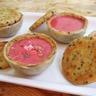 Tarte aux pralines roses revisitée aux graines de sésame noir complet bio et baies roses
