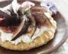 Tarte fine au chèvre et aux figues fraîches à la confiture de figues violettes