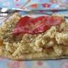Tartelette à la purée de pommes de terre aillée et chips de lard