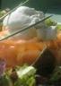 Timbale saumonée crevettes et son oeuf poché coulant à la crème de roquefort