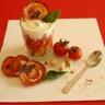 Tiramisu de tomates crème de basilic et lard fumé