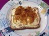 Toasts au chèvre chaud et compotée d'oignons au miel