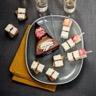 Toasts de pain d'épices et brochettes de Brie aux 5 baies Cœur de Lion