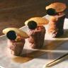 Tournedos d'oie fourré et rôti au foie gras jus-sauce Périgueux ovalines de pommes soufflées