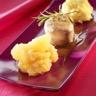 Tournedos de filet mignon écrasé de pommes de terre et compotée de pommes aux oignons et cannelle
