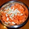 Velouté aux légumes et aux épices avec brisures de magrets de canard fumé