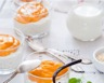Verrine de mousse au chocolat blanc sous coulis d'oranges