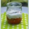 Verrine de yaourt aux herbes tartare de saumon et poivron au curry