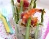 Verrines asperges artichauts et carpaccio de St-Jacques brochette de gambas et framboises