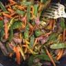 Wok de bœuf sauté aux légumes sauce aigre douce