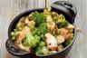 Aiguillettes de poulet au pain d'épice cocotte de légumes aux pignons de pin