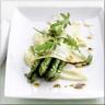 Asperges Vertes Grillées Crémeuse de Pommes de Terre à la Noix Fines Tranches de Jeune Comté et Roquette