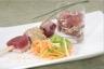 Autour du thon : mini tartare en verrine et cubes mi-cuits dorés au sésame