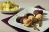 Brochette de volaille aux pruneaux caramélisée à la bière salade de pommes de terre