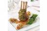 Carré d'agneau en croûte d'herbes et ses flageolets à la provençale ses fagots de haricots verts et ses échalotes suées