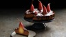 Cheesecake aux poires pochées au vin rouge